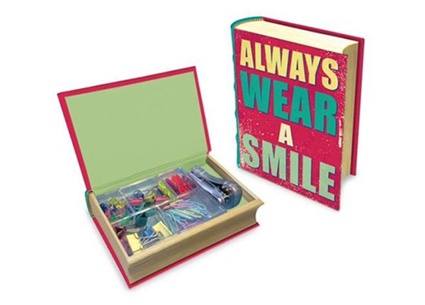 Kirjan mallinen laatikko MAKU HAPPY QUOTES M1-140319