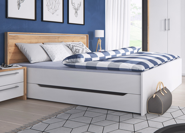 Sänky vuodevaatelaatikolla FORM