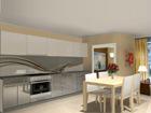 Korkeakiiltoinen keittiö 305 cm